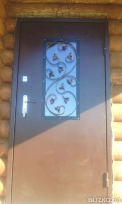входная дверь со стеклом и решеткой недорого