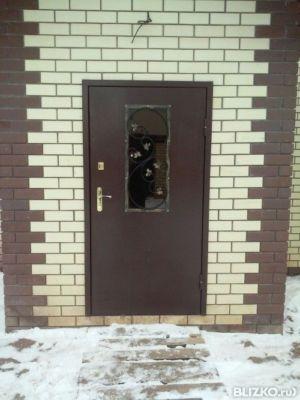 утеплённая металлическая входная дверь со стеклом